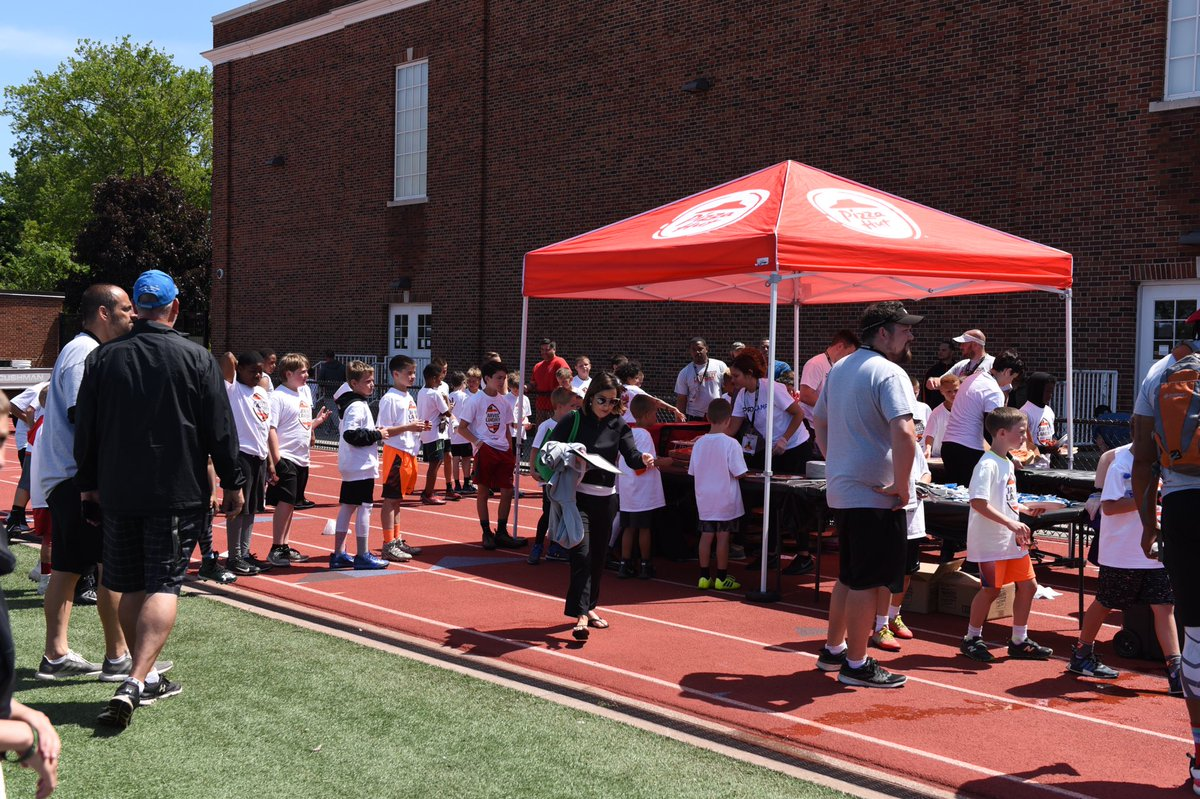 Thanks To @PizzaHut For Providing Lunch To All Our Campers After The @God_Son80 Football ProCamp #PizzaHutHut