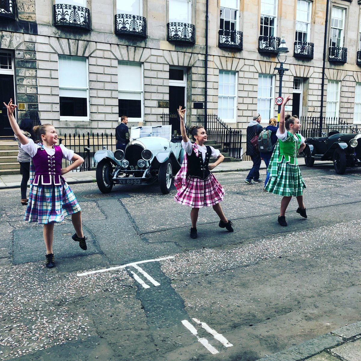Live performance from Paterson School of Dancing 💃🏼🏴󠁧󠁢󠁳󠁣󠁴󠁿🎼 #ClassicVehicleEvent  . . . #classicvehicles #takeacloserlook #edinburghswestend #edinburghstory #thisiedinburgh