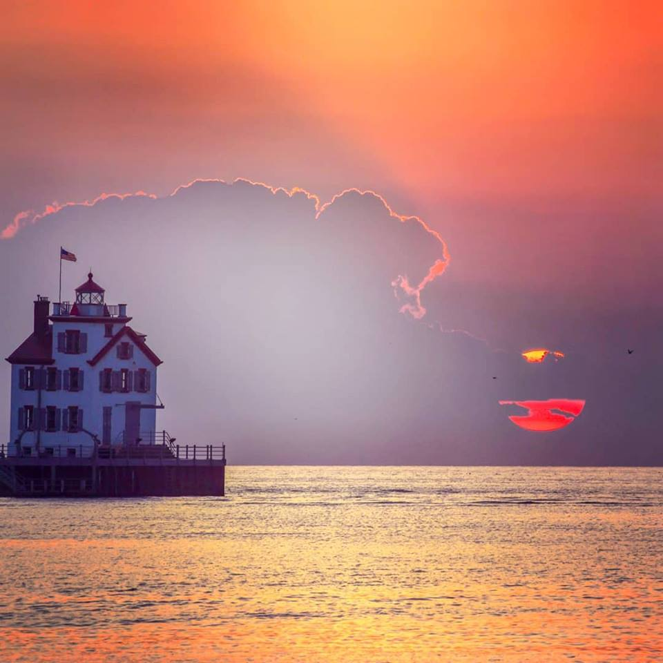 Happy Saturday, Cleveland! What a stunning photo of the Lorain lighthouse and Lake Erie. 🌞🌊 Photo: @wvgirlinthe216 on Instagram