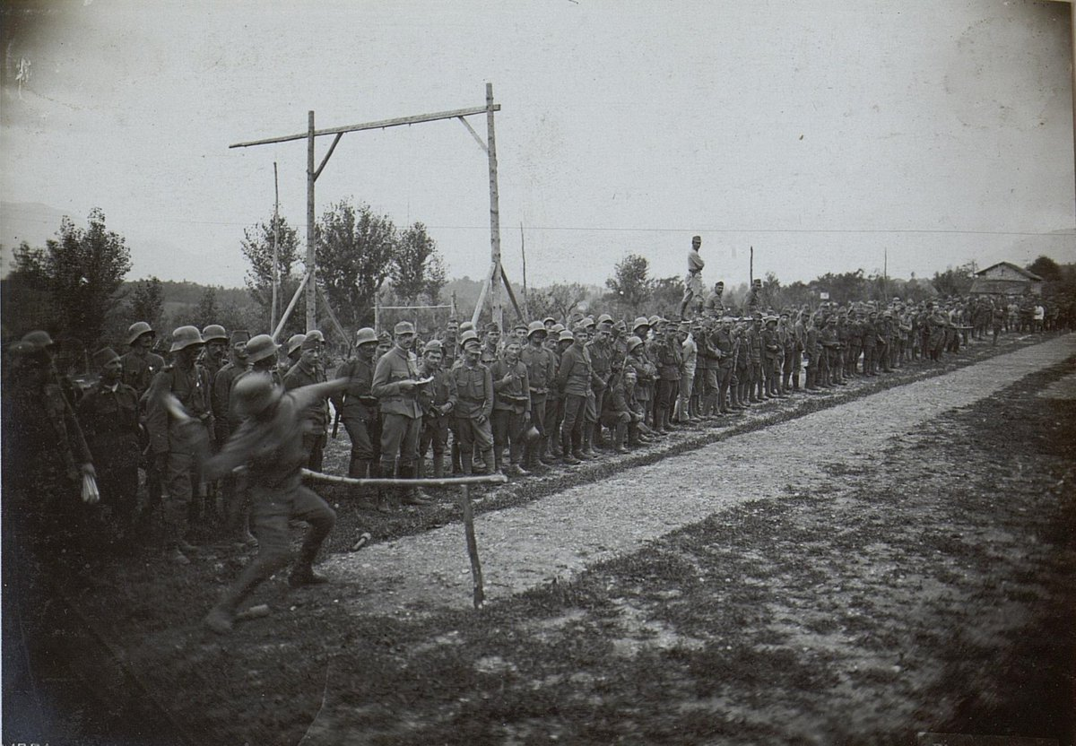 Austro-Hungarian soldiers compete to see who can throw a hand grenade the furthest at some inter-regimental soldiers' games, 1917. Note that some are wearing fezzes, indicating that they're from one of the Army's Bosnian units.  #WWI #WW1 #FWW #GreatWar #History #MilitaryHistory <br>http://pic.twitter.com/LjeRRgy9rE