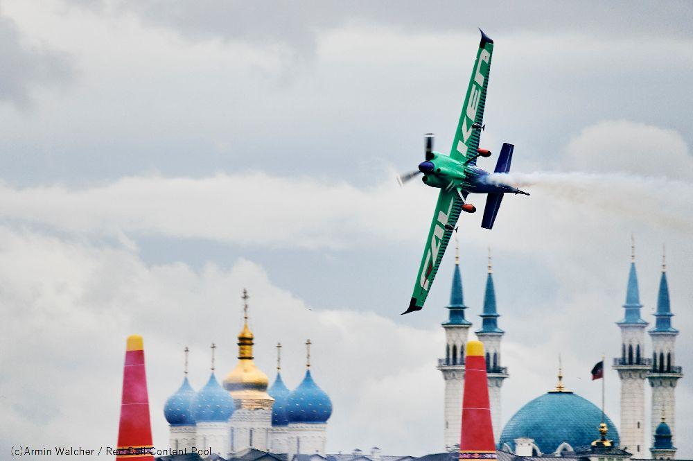 【RBAR2019第2戦カザン大会:フリープラクティス3】 Team FALKEN(室屋) FP3 1:02.351秒(ノーペナルティ)を記録し、3回おこなわれるフリープラクティス全てで1位をマーク。 Posted by Team FALKEN #airrace #YoshiMuroya #FALKEN #Breitling #LEXUS #RedBull