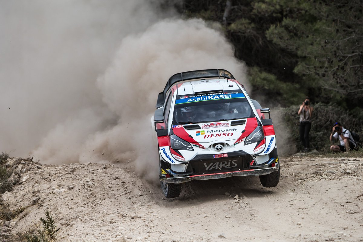 #WRC - @OttTanak surged into the lead of @Rally_d_Italia on Saturday morning, the Toyota driver setting the fastest stage time  in all three stages to take the top spot away from Hyundai's @DaniSordo 🇮🇹⬇ https://www.fia.com/news/wrc-tanak-flies-front-sardinia…