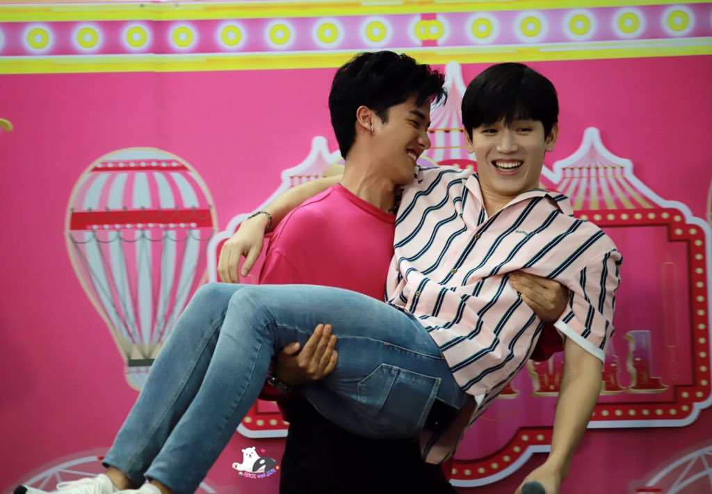 thanks for being so happy today #PinkMarketเตนิว #TayNew <br>http://pic.twitter.com/2hxnaeDDiM
