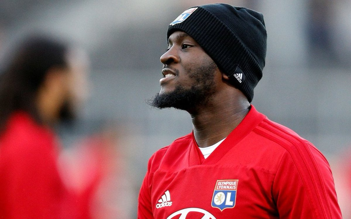 Ndombele staying at Lyon another season is a dream come true for me ... Gives United a season to get their shit together and bring him in <br>http://pic.twitter.com/Cm0l0XrhjG