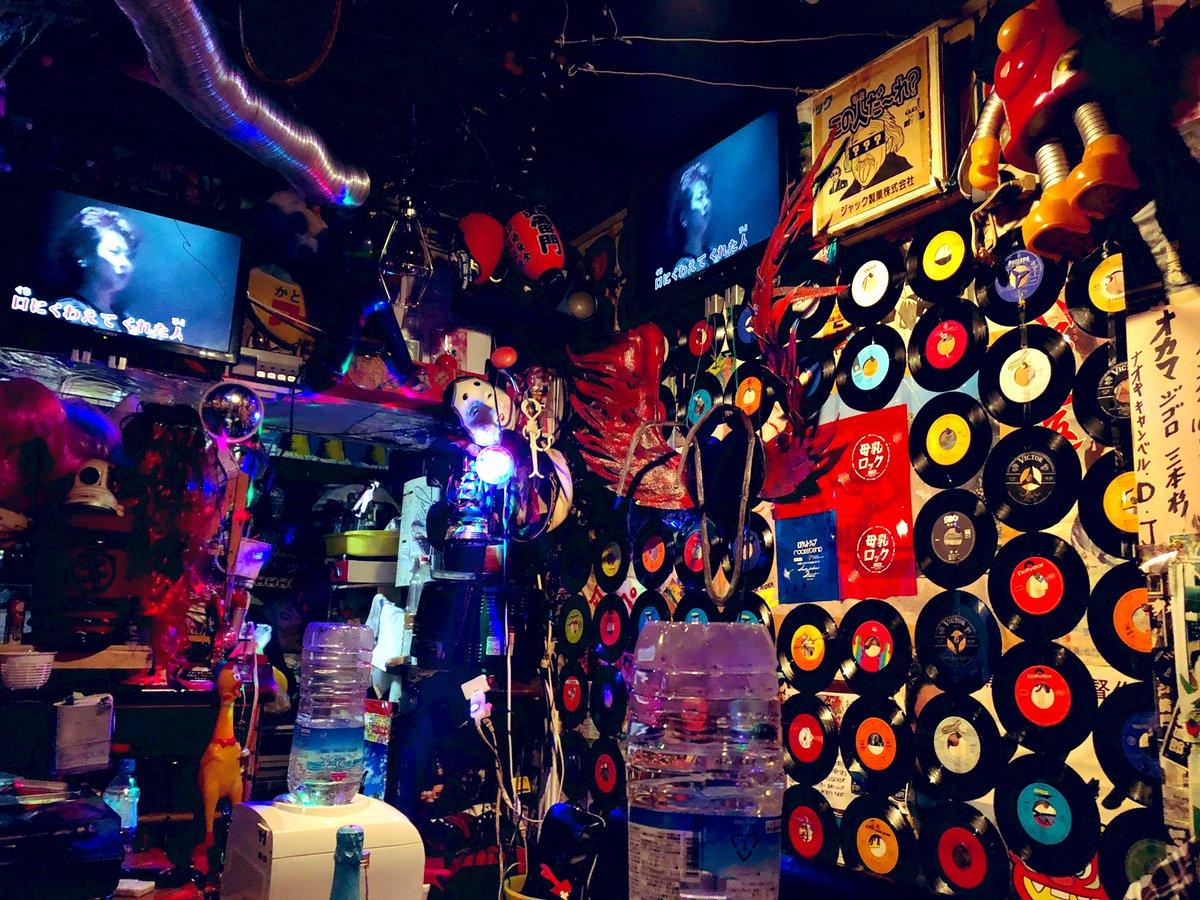 RT @sakiaono1: Wall of 45 vinyl~  #tokyo #records https://t.co/EMK2kXVmli