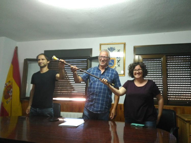 Julio Martínez toma posesión como alcalde de Bustares - http://henaresaldia.com/julio-martinez-toma-posesion-como-alcalde-de-bustares/…