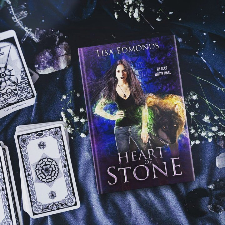 Mage PI Alice Worth faces new magic and old foes in HEART OF STONE, out Tues 6/18.  Binge books 1-3 + 2 novellas now from Kindle, Kindle Unlimited, and Audible! https://t.co/7DELikYUIO https://t.co/wUGz4xVWvr