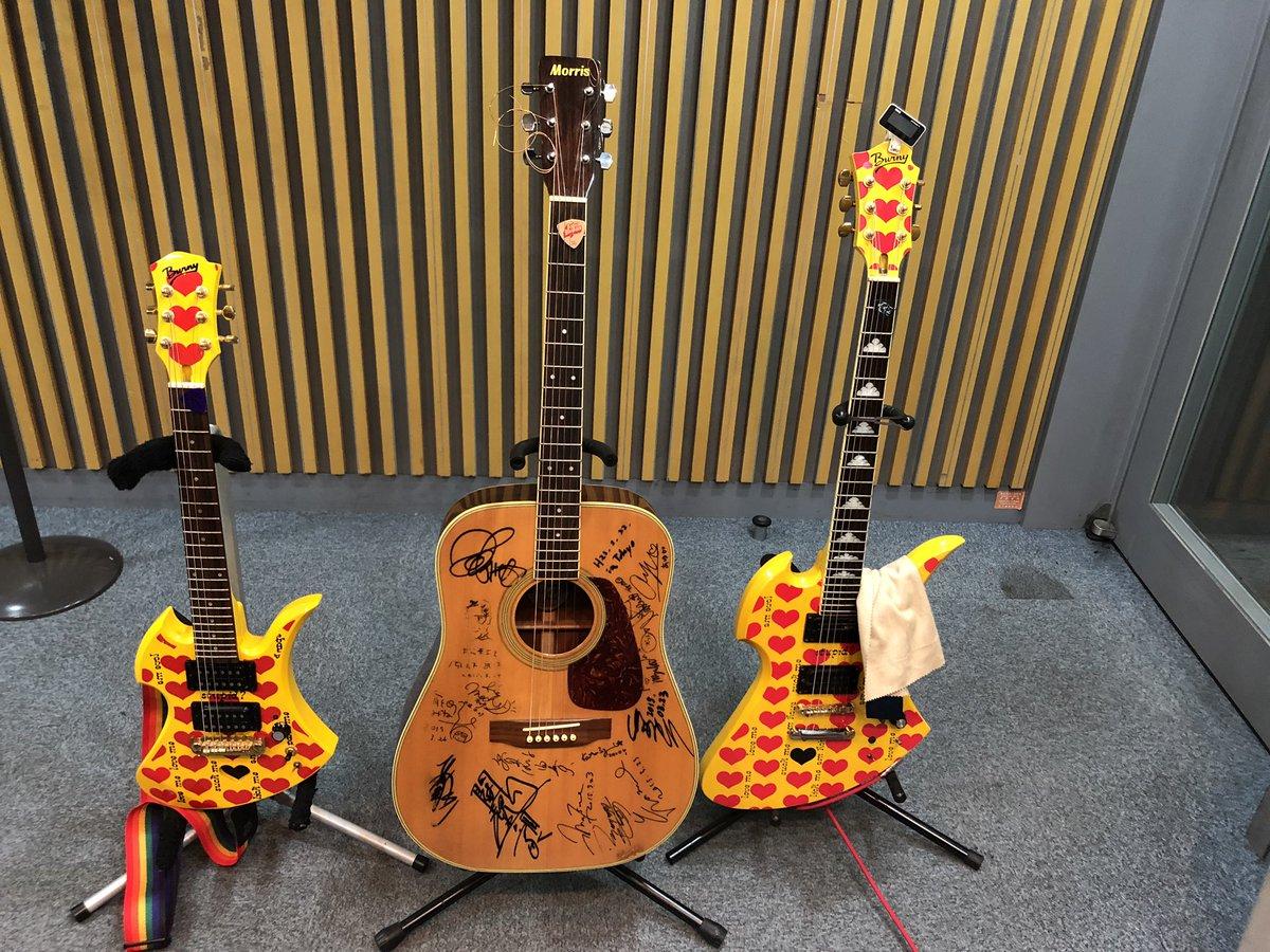 本日はスタジオにギターをいれてお送りしています!#大倉くんと高橋くん