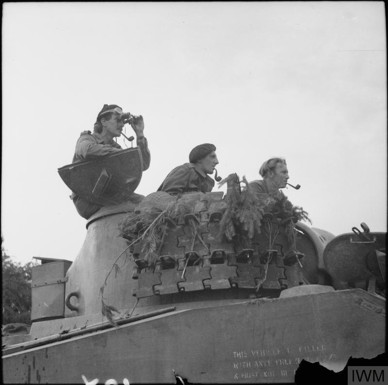 I keep coming back to this: @I_W_M B9538 'Sherman tank crew, smoking a variety of pipes, awaits the order to advance, Argentan, 21/08/44' Tommy A. Just ordinary men, ready to do the business, with a certain insouciance. (& a bit of lend lease thrown in makes a wider point.)pic.twitter.com/4BndAnK7hI