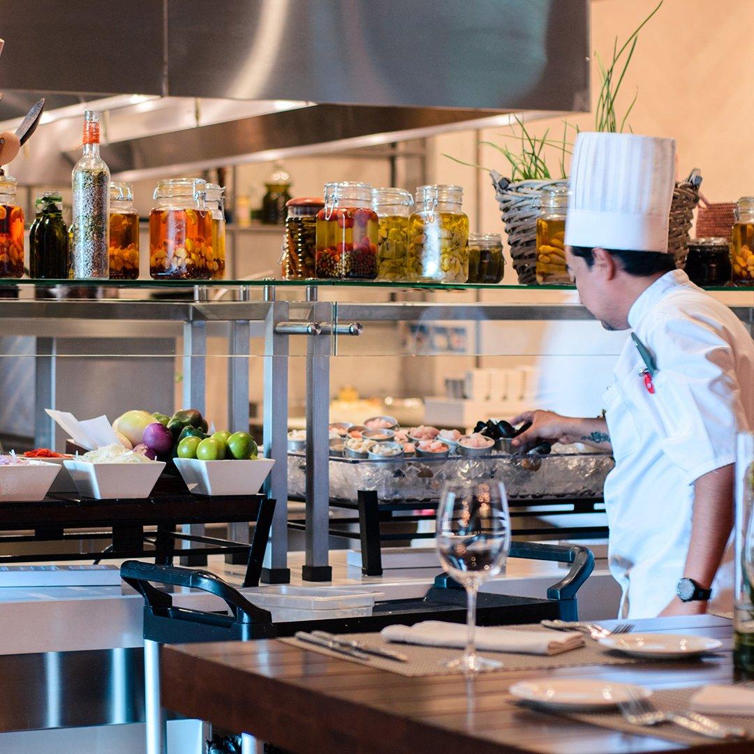 «El brunch en JW Marriott, que incluye acceso a tres restaurantes de diferentes tipos de cocina... no solo podemos disfrutar lo mejor de comida internacional, asiática, pero también nos podemos antojar de delicias colombianas.» @Agasuitcase https://t.co/RDjXkApNA7. https://t.co/U7mPkcUtX7