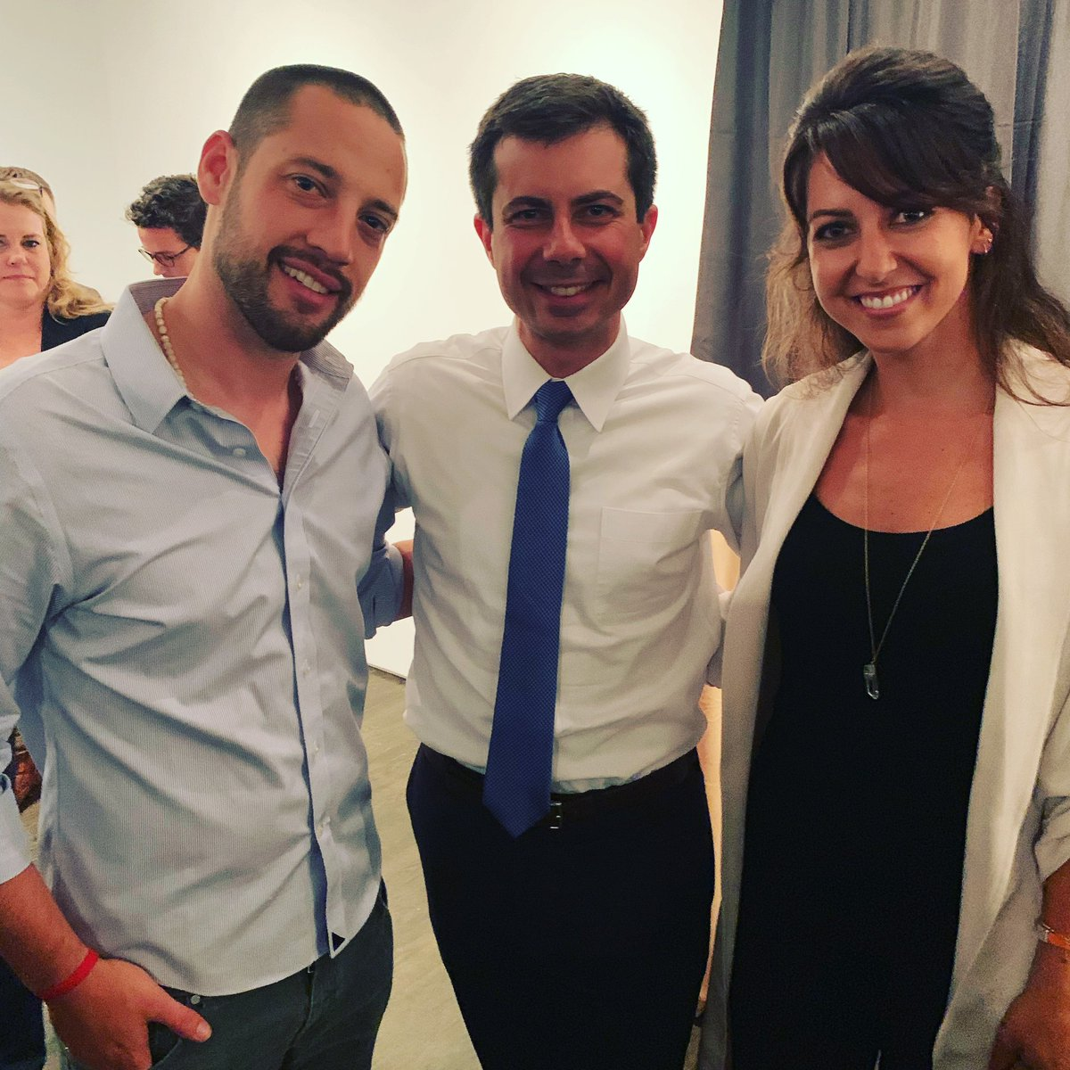 It was nice seeing @PeteButtigieg Thursday. He's a decent man with a strong moral compass. He avoids vitriol and speaks to underlying issues. It's good to see people led by empathy like him and @AndrewYang in this race.
