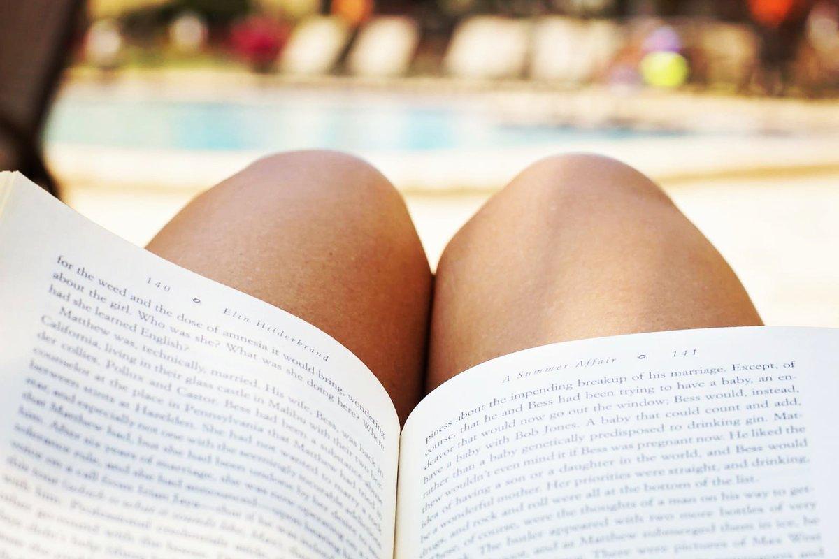Pour le thème surprise 🎁 de Juin, on vous réserve LE livre indispensable à avoir sur la plage cet été ☀🌊🏖 On a hâte d'avoir vos avis ! 🤗 Esthésie, la plus belle façon de lire 📖📚📏 📌http://www.esthesiebox.com #auteur #autoedition #plage #vacances #holidays #lecture