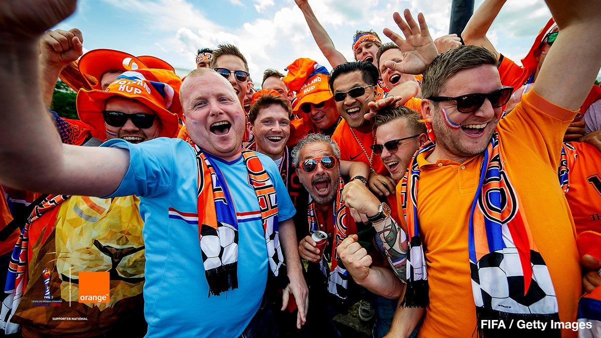 Plus de 1️⃣0️⃣ 0️⃣0️⃣0️⃣ supporters néerlandais dans les rues de Valenciennes pour le match de @FIFAWWC opposant les Pays-Bas au Cameroun 😳 Les rues étaient Orange de monde, pour notre plus grand plaisir 😂😏 #OrangePasseurdEmotions