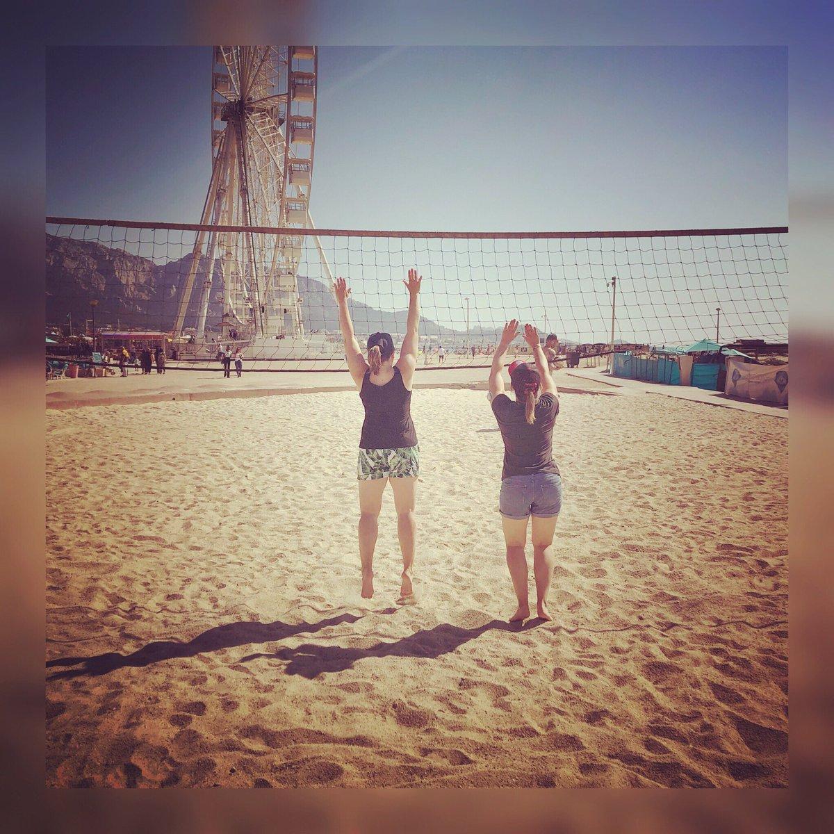 Partie de #beachvolley à #Marseille ! 🏐  #volleyball #beachvolley #plage #terrain #bloc