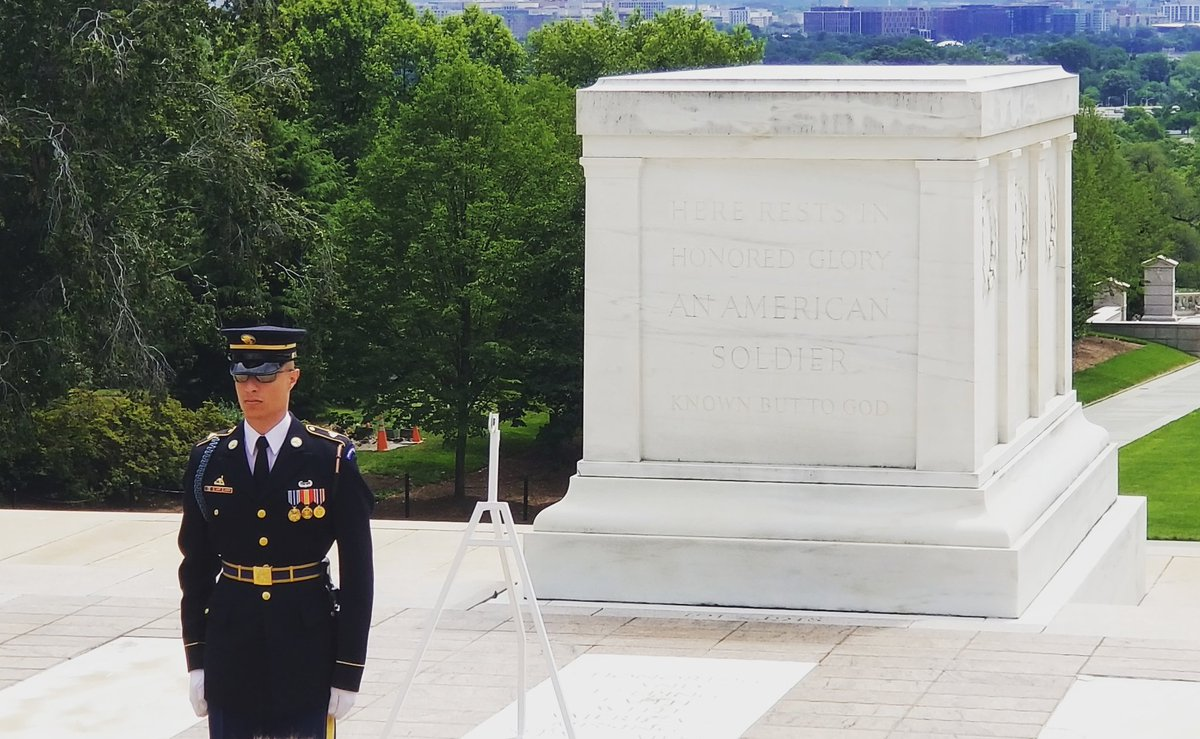 Our @SToursofAmerica group toured @ArlingtonNatl today and participated in a wreath laying ceremony at the #tomboftheunknownsoldier. #potomactours #8thgradetrip #seetheusa #studenttours #tomboftheunknowns<br>http://pic.twitter.com/Son6MbulQo