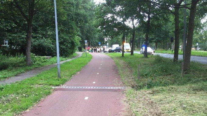 Bij een ongeluk op het fietspad aan de Lozerlaan is een wielrenner gewond geraakt. https://t.co/cie1DOk0ke