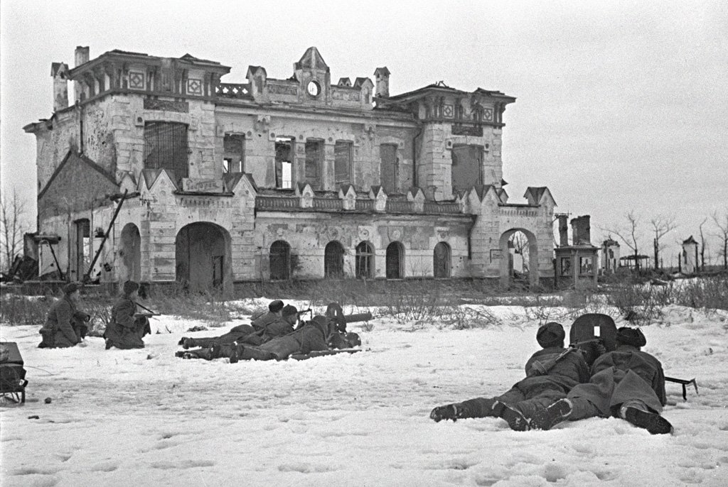 #Soviet machine gun positions at Pavlovsk near Leningrad, Russia, on January 21, 1944. #History #WWIIpic.twitter.com/xStDlrrhSe