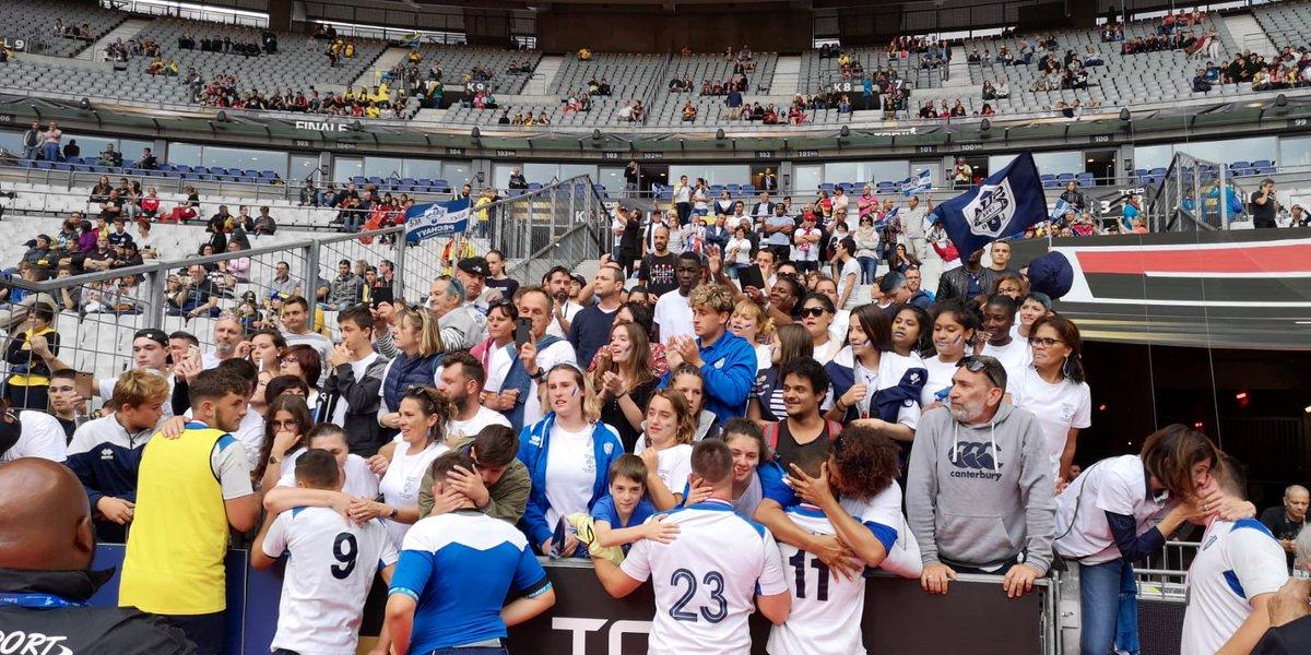 La belle aventure des Cadets A d'@agen_rugby s'arrête dans les bras des supporters et des proches venus les encourager.   Une défaite 14 a 25 face au tenant du titre l'@ASBHOfficiel !   Bravo les gars pour votre saison, vous pouvez être fiers ! 💙