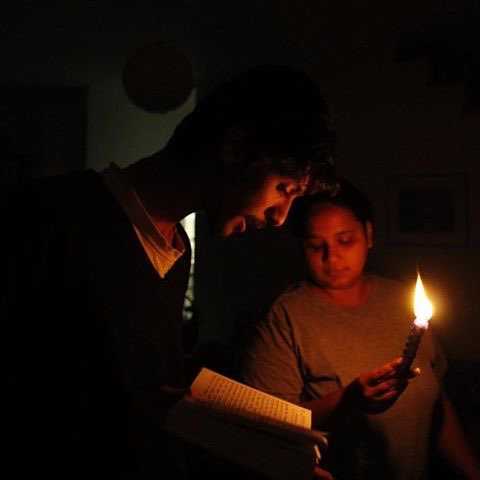 """Shavua Tov   Havdalah(הַבְדָּלָה, """"separation""""),a Jewish religious ceremony that marks the symbolic end of Sabbath and ushers in the new week. The ritual involves lighting a special havdalah candle with several wicks, blessing a cup of wine and smelling sweet spices. <br>http://pic.twitter.com/RQtRoNm5Gr"""