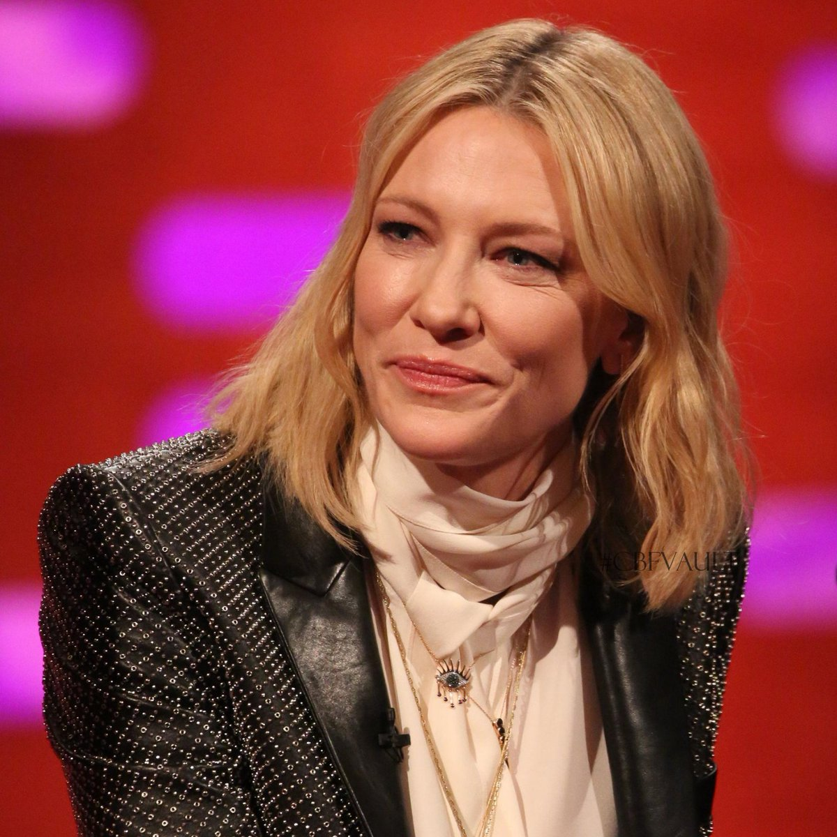 From the Cate Blanchett Fan's Vault || The Graham Norton Show - June 15th, 2018 ----- :  https:// pictures.cate-blanchett.com/thumbnails.php ?album=3412  …  ----- Watch it here:  https://www. youtube.com/watch?v=uEwN9B APp38  …  ----- #cateblanchett #fromthecbfvault #cbfvault #1yearsago #actress #grahamnorton #talkshow #oceans8 #london<br>http://pic.twitter.com/p598NKcMxy