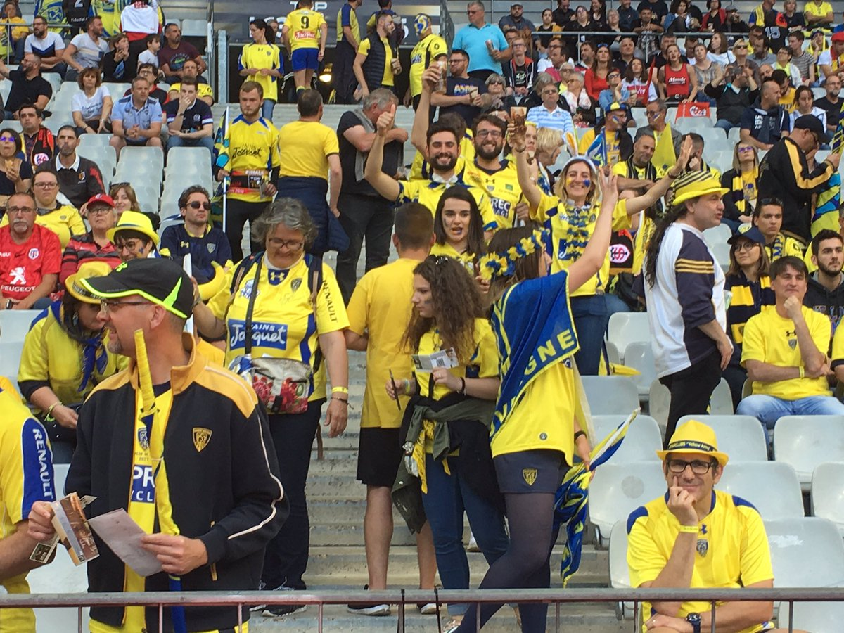 #FinaleTop14 Les premiers supporters Clermontois commencent à prendre possession du virage Nord 💛💙 #YellowArmy