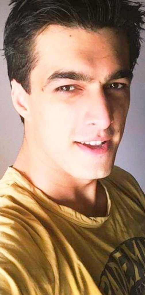 Yellow looks extra special always #MohsinKhan #yrkkh <br>http://pic.twitter.com/acRteYn1jF