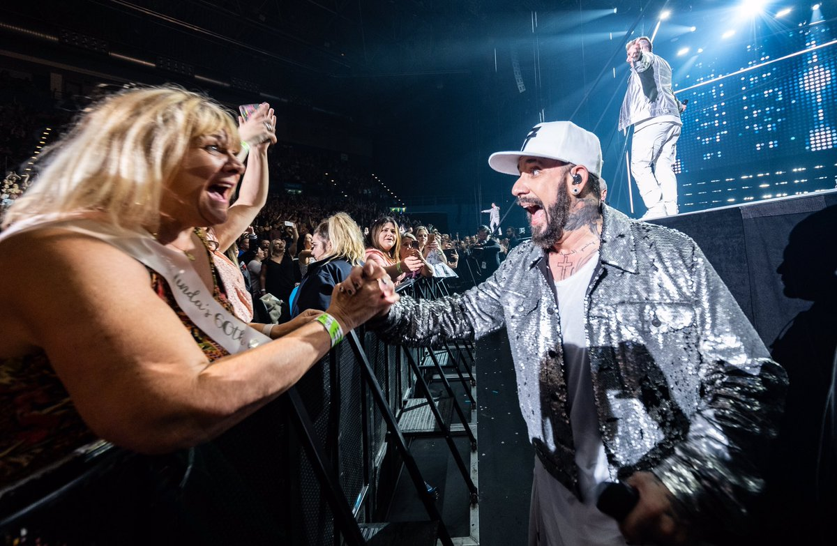 Moments like these ❤️ #BSBBIR #DNAWorldTour