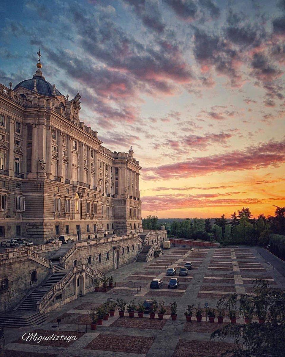 القصر الملكي في مدريد ❤️   #السياحة #سائق #مرشد #عربي #اسبانيا #سياحة #مدريد #برشلونة #مالقة #مالقا #ملقا #الاندلس #قرطبة #اشبيلية #غرناطة #النمسا #ماربيلا #ماربيا #باريس #المغرب #فرنسا #لندن #فندق #عرض #الصيف #تركيا #اسطنبول #دبي