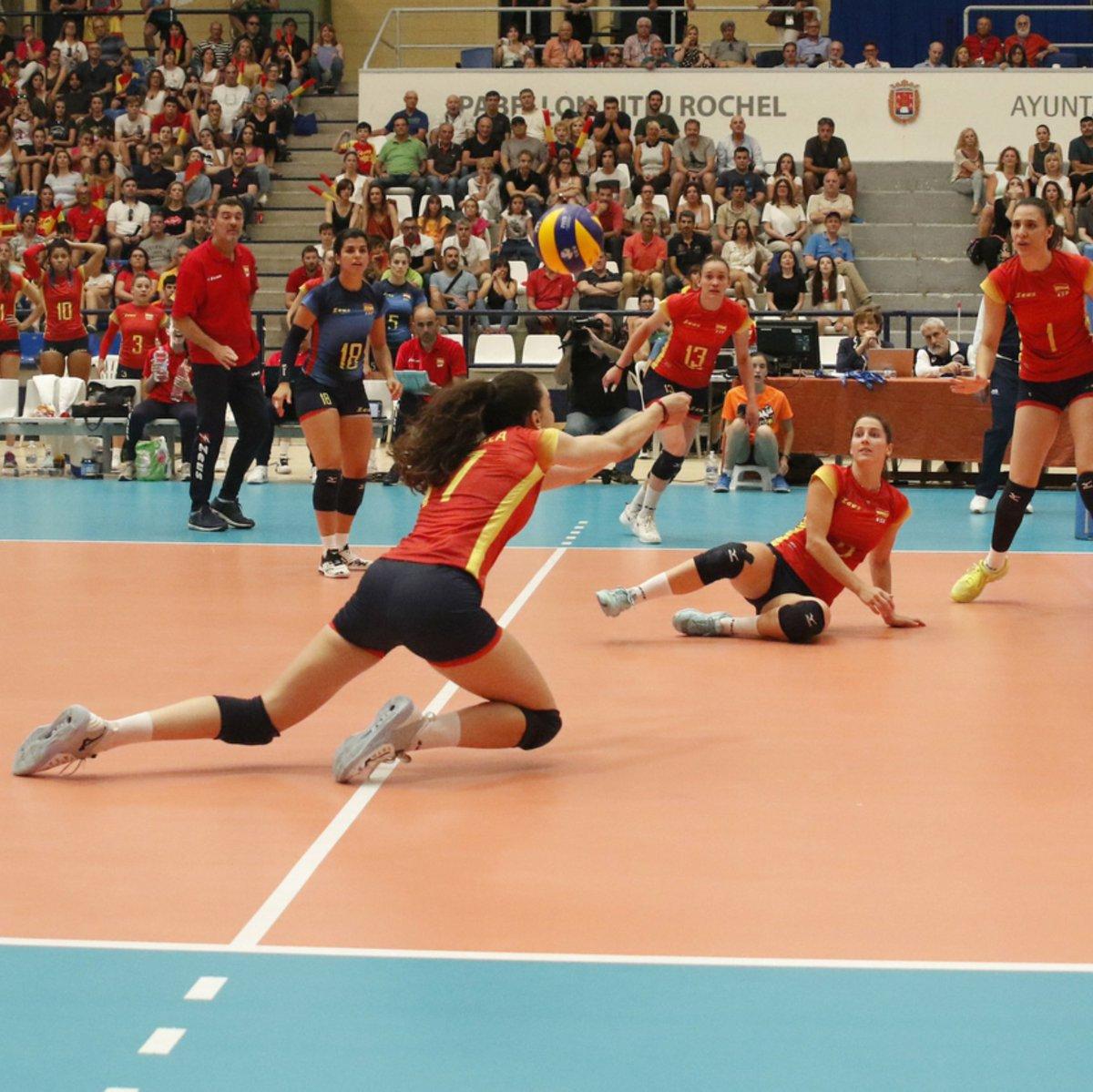 ¡A LA FINAL FOUR! Pese a perder 2-3 contra #Bielorrusia en Alicante, @VoleyFemAbs se clasifican para la #F4 de la liga Europea de #voleibol donde lucharán por jugar el año que viene en la liga mundial 📷 @RFEVB