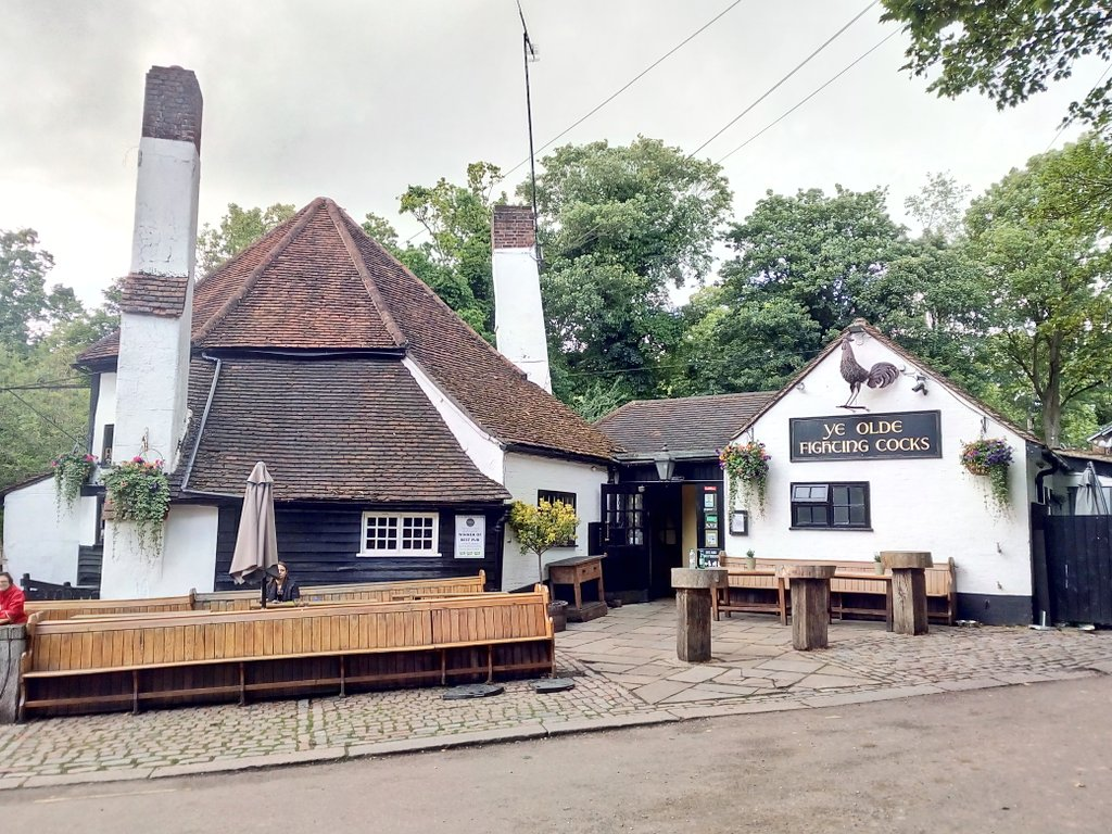 Did you know? The oldest pub in #England, @FightingCocksSA, is in #StAlbans  @stalbansguide #explore #discover #travel #trip #daytrip #adventure #explorer #traveladdict #travelmemories #travelphotography #tourism #adventuretime #adventureawaits @VisitEngland @VisitBritain