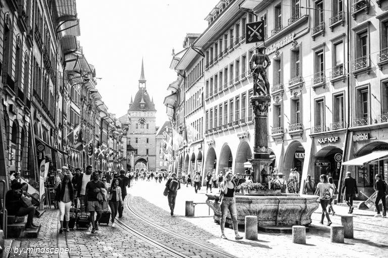 Rush Hour Marktgasse #rushour #streetpeople #marktgasse #oldcity #altstadt #berne #bern #bernpictures #bern_pictures #bnw_lover #bnw_captures #Everything_BNW  #bnw_international #blackandwhite #leicamonochrom  #iloveswitzerland #ilovebern #leicaswitzerland #leicam #leicacamera