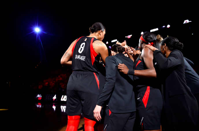 From @ben_dull: @LVAces win big over the Liberty, Kelsey Plum's big scoring night, insight from Sydney Colson & Katie Smith on her frontcourt, pace & Marine Johannes:  https://highposthoops.com/2019/06/15/las-vegas-aces-cruise-liberty-wnba/ … #WNBA