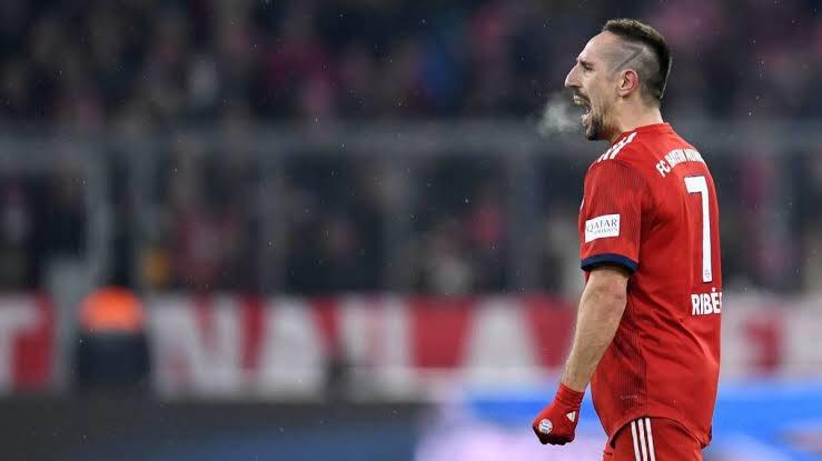"""""""Eu ainda estou com fome. Enquanto eu sentir que tenho o alto nível nas pernas e na cabeça, vou buscá-lo, nunca vou trapacear. Talvez eu ainda queira jogar em um grande clube. Estou pensando. Dinheiro, eu vou ter em todos os lugares, mas também há o desafio"""" - Frank Ribéry"""
