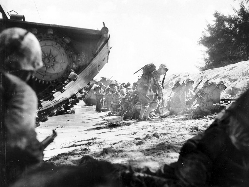 This day in 1944, more than 300 amphibious landing craft landed 8,000 Marines on the island of Saipan, begin of a 3 week-long battle. The island was captured in early July, the American military was now only 2,100 km away from the home islands of Japan. #WW2pic.twitter.com/yMCboaw1qm