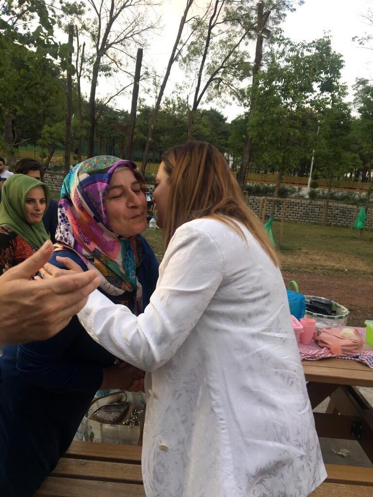 Gelecek nesillerimizin mimarı yiğit Türk kadınlarımızın, Esenler'deki kıymetli analarımızın kararı Binali Yıldırım.. Kadınlarımız isterse olur.. #DevletBahçeli #MHP