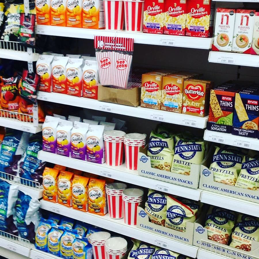 What are your favourite #British and #American snacks? #KellysAmsterdam has a wide selection including #GoldFish #Cheetos #CheddarPopcorn #RitzCrackers #PennStatePretzels #TostitosBlueCornChips #NairnsOatCakes