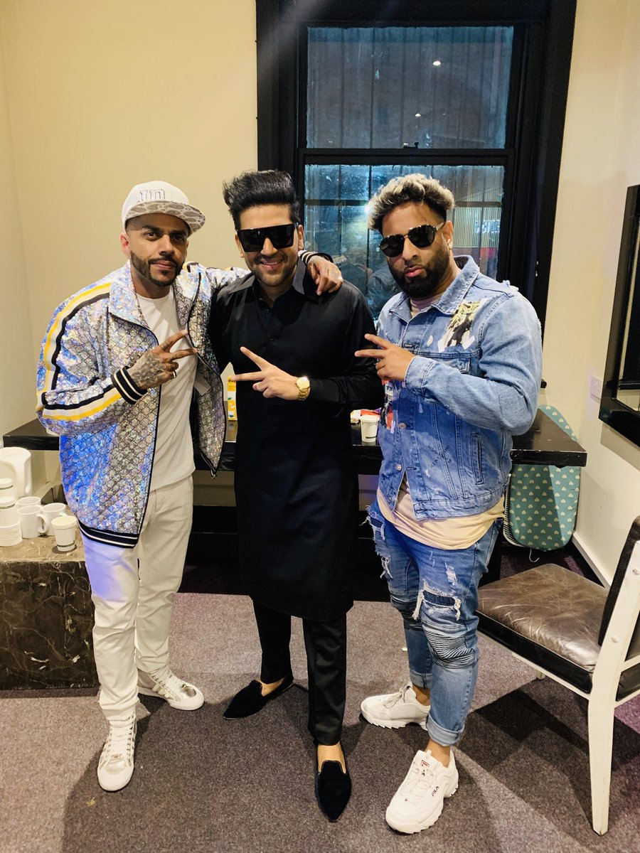 Backstage with brothers @JuggyD paji and my bro @officialvee 🙏 On stage in sometime #Manchester