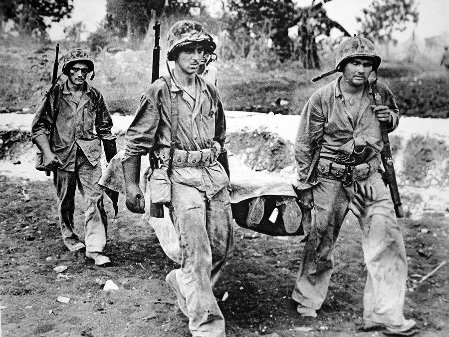 U.S. Marines carry a fallen buddy back to the beach on Saipan, Mariana Islands, 1944. #WW2pic.twitter.com/znvVw5HRVU