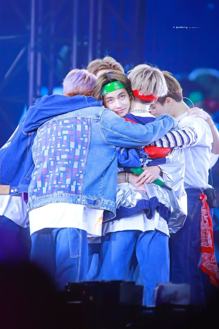 I really love this photo everyone can appreciate the art of this photo #BTS5THMUSTER<br>http://pic.twitter.com/77wqutRnmk