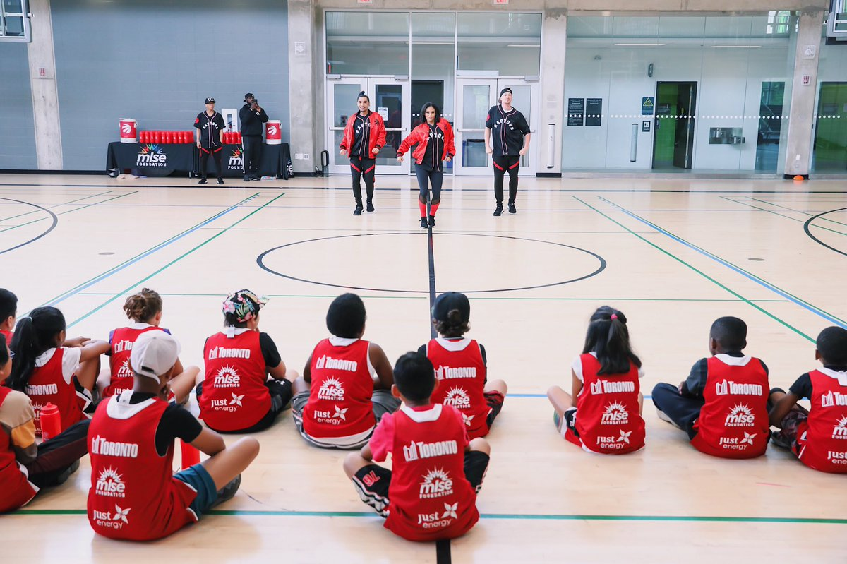 Inspiring the next generation of superstars ✨ The enthusiasm, energy and @Raptors love was ELECTRIC today at our first-ever #HomecourtHoops Community Day in partnership with the @cityoftoronto and @JustEnergyCan at York Recreation Centre! 🏀 #WeTheNorth | #ChangeTheGame