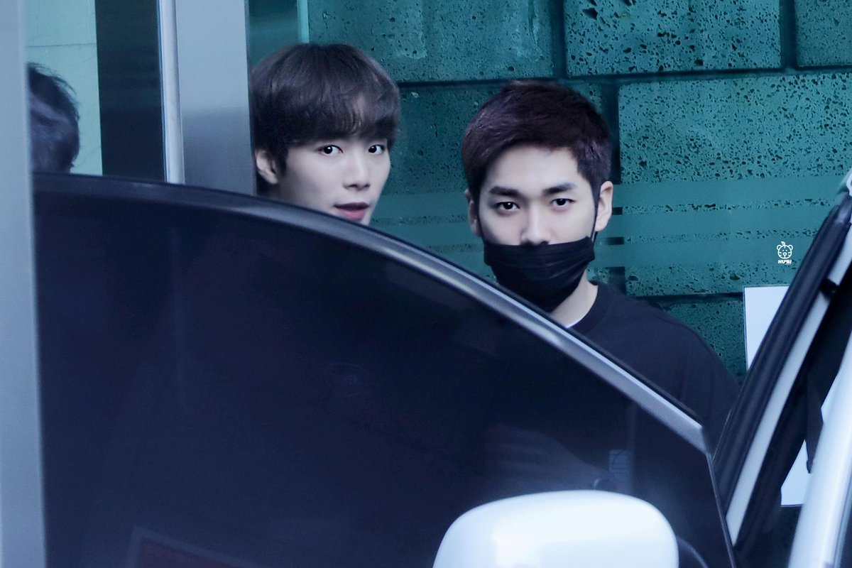 JR: Dad, that's the classmate who call me ugly Aron: <br>http://pic.twitter.com/IGcmfrSK48