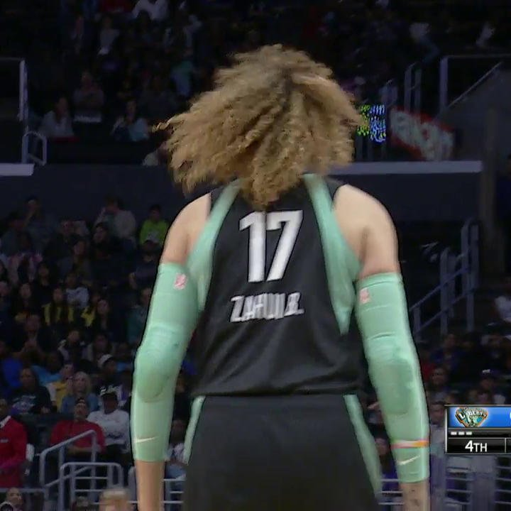 Amanda Zahui B with a BIG bucket to give the @nyliberty the lead with a minute to go! 💦  Get to NBA TV for the finish.