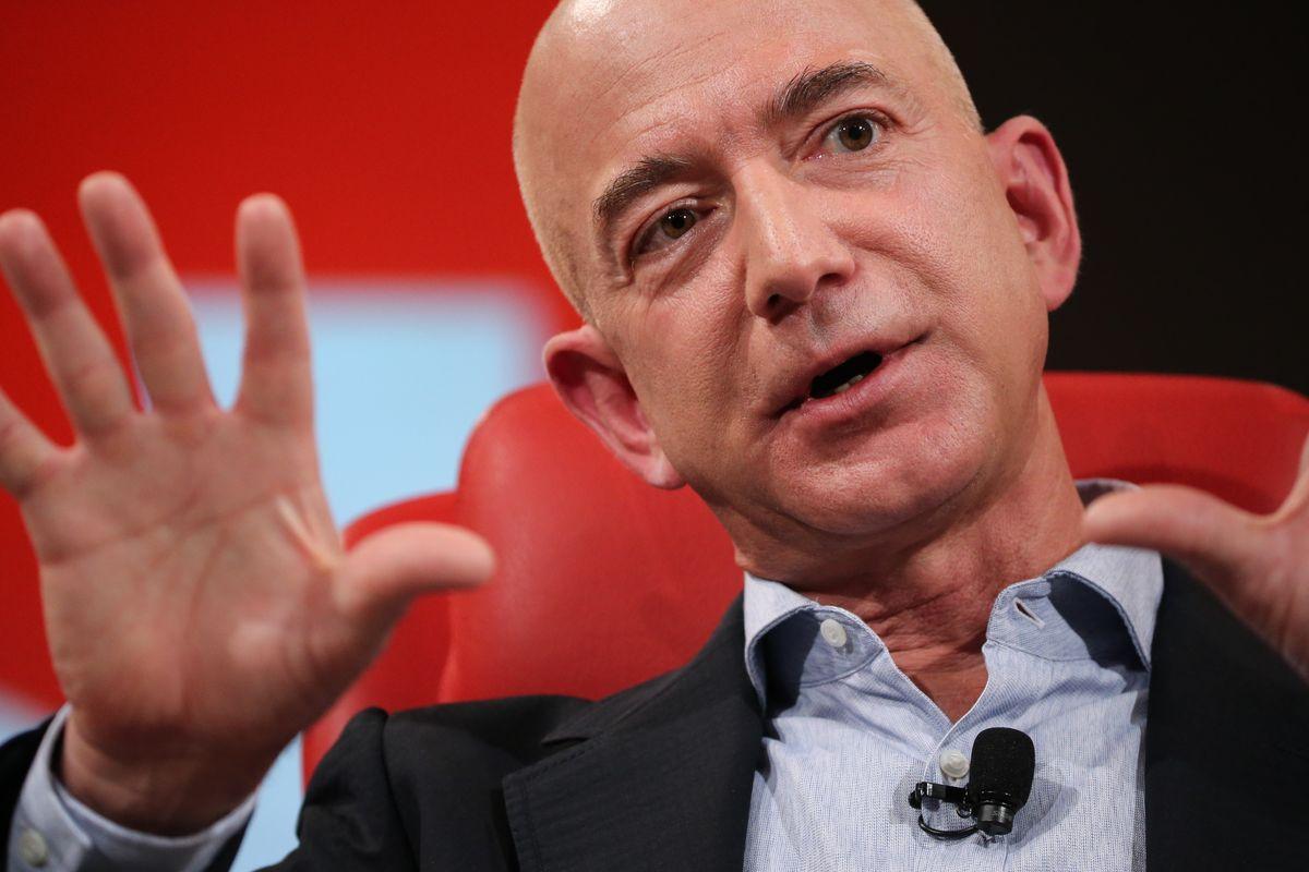 """If you never want to be criticized, for goodness' sake don't do anything new."" - Jeff Bezos #motivationalquote #jeffbezos #entrepreneurship #startup #makemoney<br>http://pic.twitter.com/XqEbvjIIIC"