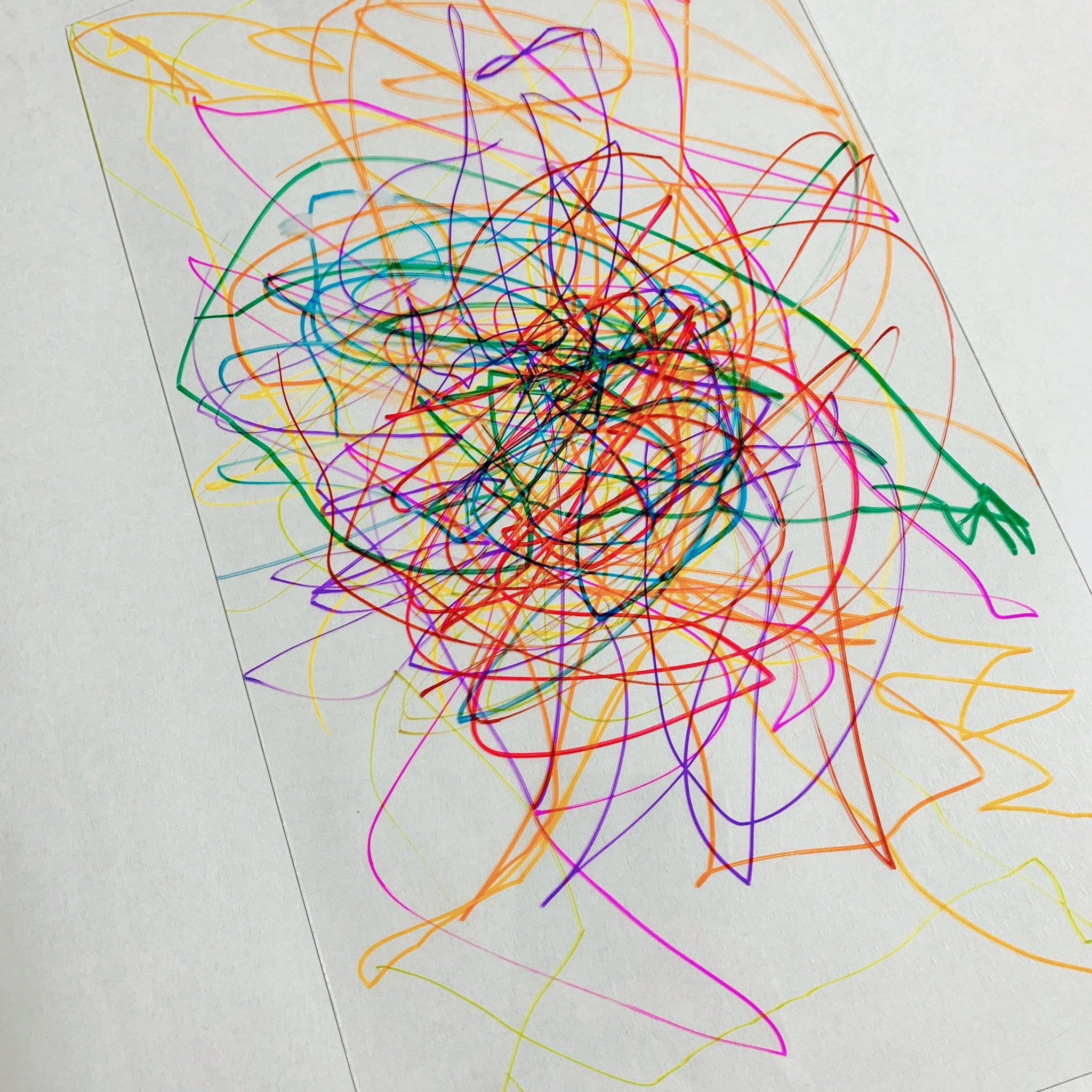 娘の絵が好きすぎてアクセサリーパーツ作ったよ!!プラバンに絵を描いて焼く→レジンでコーティングするだけ。すごく簡単なのにめっちゃ可愛いくなった🥰