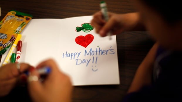 It's a less popular opinion, but this retired educator makes some legitimate points about why Father's and Mother's Day shouldn't be celebrated in school. http://ow.ly/dL2i50udGy0 #Mom #Dad #Parents #Kids