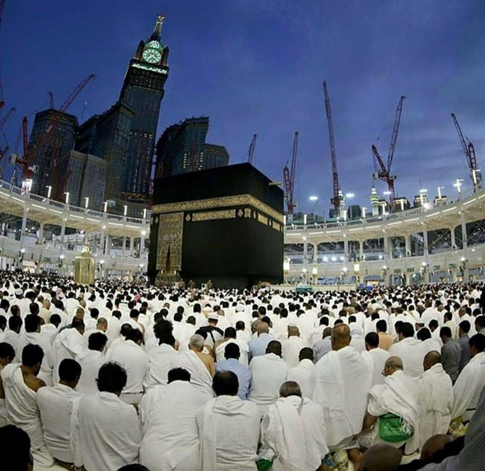 Fajar time view in Haram Shareef, Makkah <br>http://pic.twitter.com/rzzg0OEofm