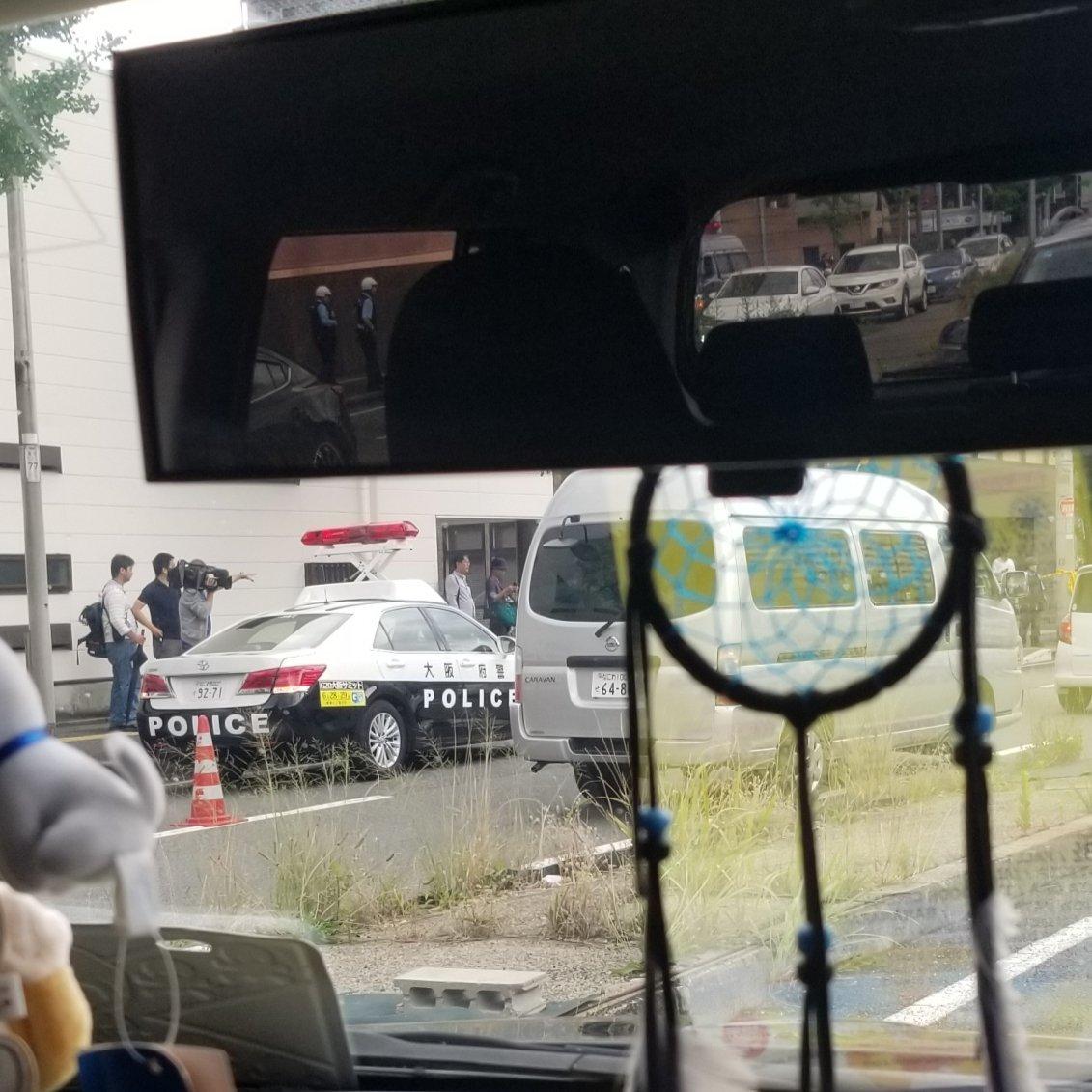 画像,吹田の拳銃強奪犯捕まった?新御堂筋パトカーだらけで写真の場所辺りから側道通行止め💧 https://t.co/aFGJRWGdj2…