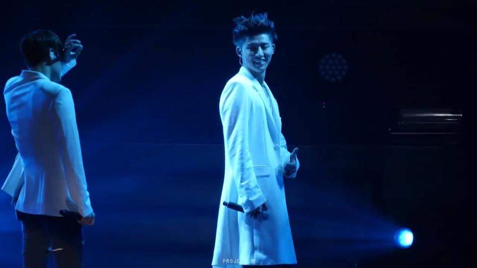 Can you remember Hanbin's precious smile everytime Yunhyeong hits the right note in Airplane? #JUS7FORiKON<br>http://pic.twitter.com/kosaYOWGro