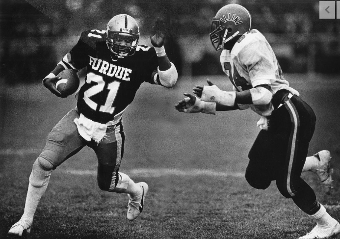 Tirek Murphy easily is one of the biggest RB recruits in the last 50 years for #Purdue. I take a look at some of the top RB recruits ever to matriculate to West Lafayette.  https://rvls.co/31KVV86