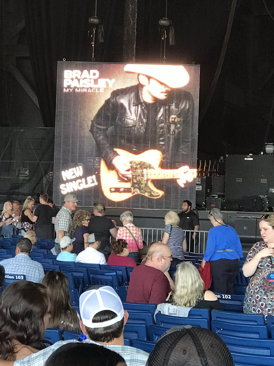Getting my concert on!! Brad Paisley, Riley Green and Chris Lane <br>http://pic.twitter.com/py8lYMw7T1